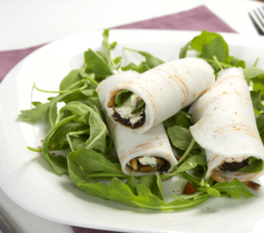 Rouleaux de Tranches de la Mer au fromage frais et tapenade noire